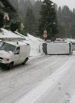 Riezlern: Unfallserie mit Sommerreifen - Verletzter