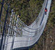 Tirol: Längste Alpen-Hängebrücke eröffnet