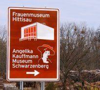 Frauenmuseums-Tafeln auf der A14 abmontiert