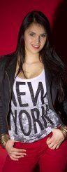 Trendig und auffallend: Mit einem lässigen Outfit macht sich Elena aus Höchst bereit fürs Wochenende. (Styling: Chiara Bitschnau; Foto: VN/Steurer)