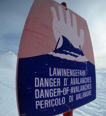 Lawinensprengungen abgebrochen: Skifahrer auf gesperrter Route