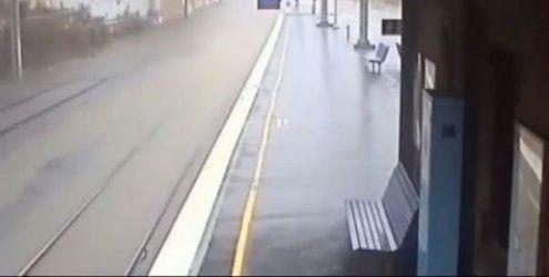 Australien: Zeitraffervideo zeigt Flutwelle mitten im Bahnhof