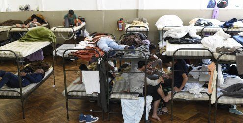 Asyl: Verfassungsgesetz geplant - Aufnahmestopp in Traiskirchen