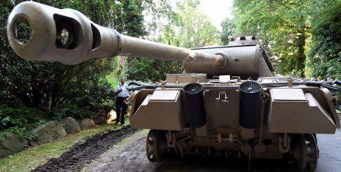 Nazi-Panzer und Wehrmacht-Flak aus Ostsee-Villa bei Kiel geborgen