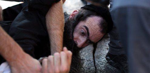 Ultraorthodoxer stach bei Gay Pride Parade auf Teilnehmer ein