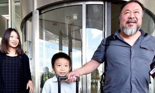 Ai Weiwei frei: Hier sieht er seinen Sohn zum ersten Mal wieder!