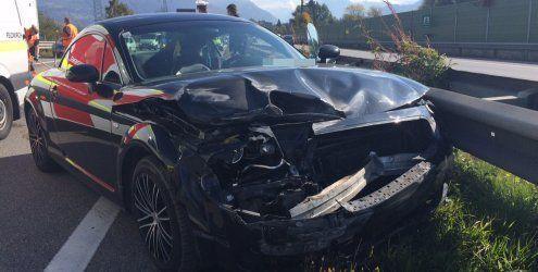 Unfall auf der A14: Mit Pkw gegen Leitschienen geprallt – Verletzte