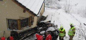 Beim Umparken über Böschung gestürzt und wieder vor eigenem Haus gelandet