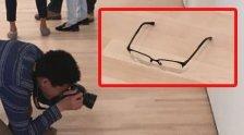 Brille auf Museumsboden gelegt: Es ist keine Kunst!