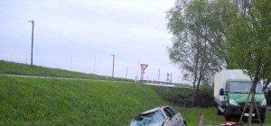 Fünf Personen flüchten nach Verkehrsunfall