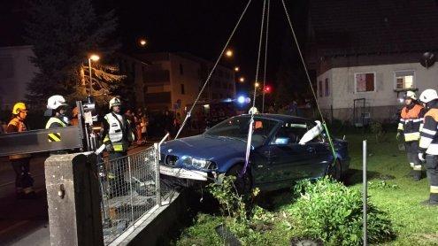 Bregenz: Jugendlicher klaute Nachbarn Auto - und baute Unfall