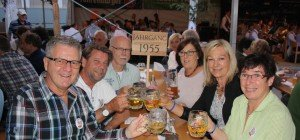 Die Leiblachtaler Jubiläumsjahrgänger treffen sich beim Lochauer Dorffest
