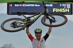 Mountainbike-Gold an Schurter, Gehbauer nach Sturz im Spital