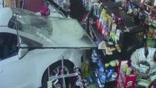 USA: Auto rast in Mini-Supermarkt