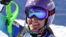 Strachova hängt die Skier an den Nagel