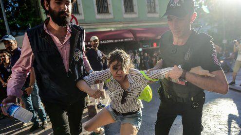 Istanbul: Mit Gummigeschossen gegen Schwule und Lesben