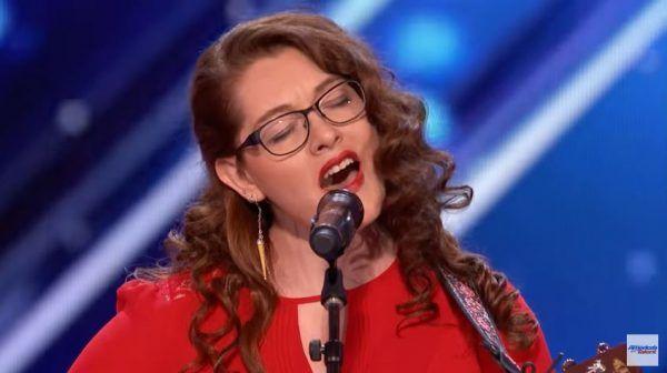 """""""America's Got Talent"""": Taube Sängerin haut die Jury total um!"""