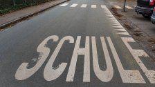 13-Jährige auf Schulweg von Auto gestreift