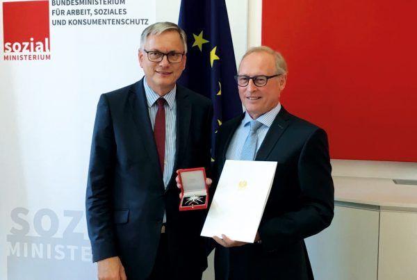 Ehrenzeichen  der Republik für Vorarlberger AK-Direktor Keckeis