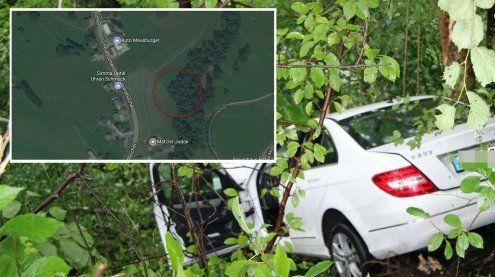 Andelsbuch: Pkw abgestürzt und in Baum gekracht – zwei Verletzte