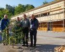 Firstfeier für Gebäude-Aufstockung: Biomasse Heizwerk und Agrar führen Standorte zusammen